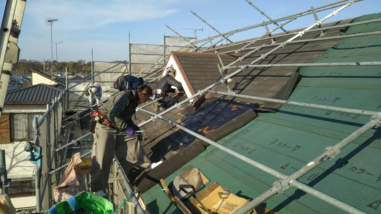 屋根を剥がしながら下葺き