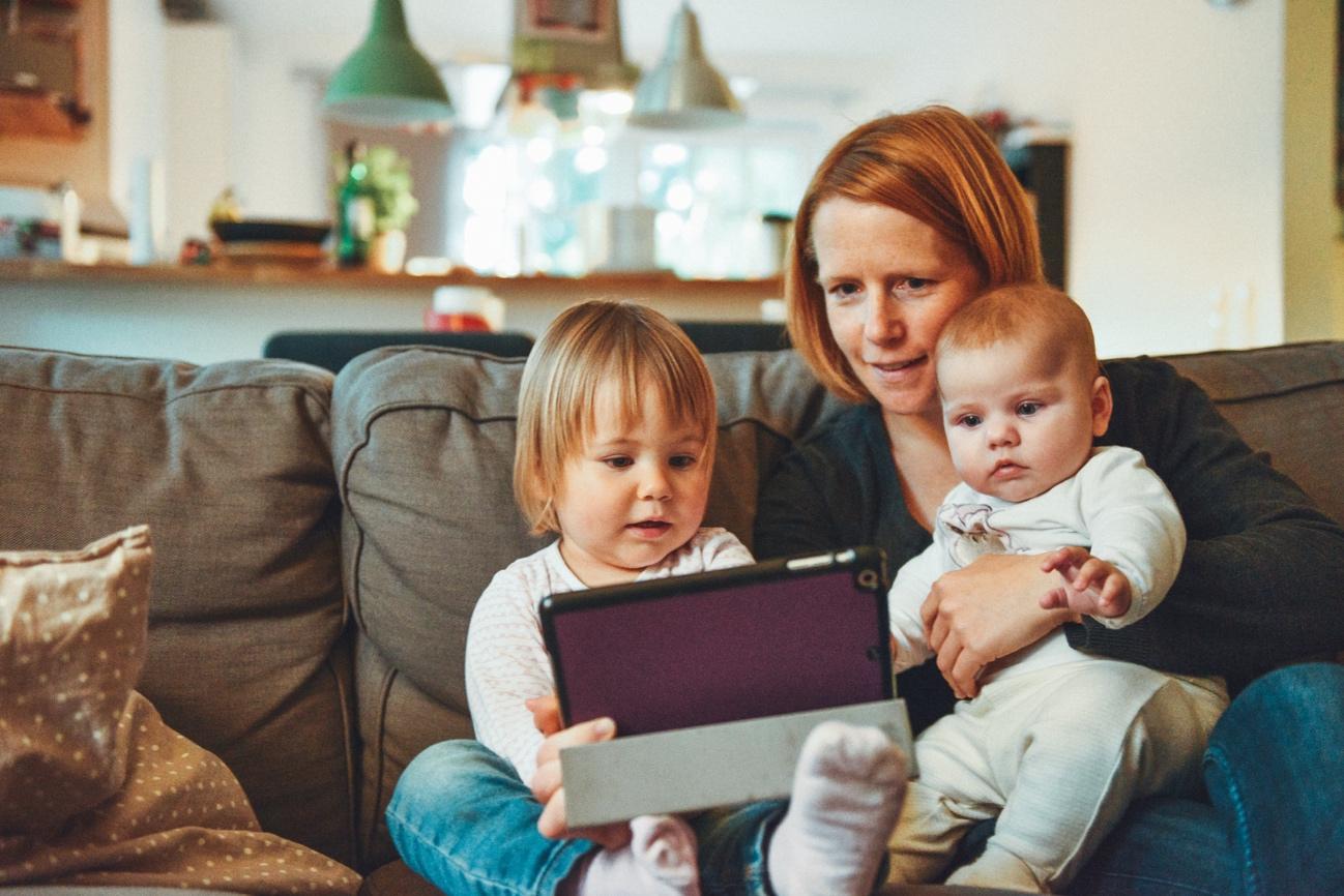 自粛によって自宅に  こもった家族を癒す動画コンテンツで子供と楽しい時間を過ごそう